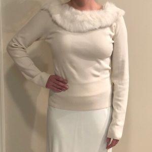 White House Black Market Sweater w/Faux Fur Stole✨